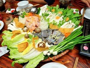 Lẩu gà Uyên ương - 1 trong 5 món ăn không biết chán